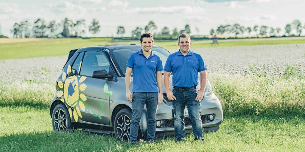 Unser E-Smart laden wir mit einer E-Auto-Ladestation im Unternehmen auf.